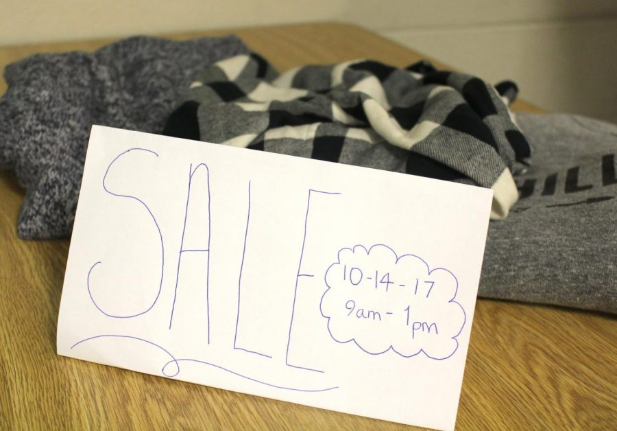 HHS+Student+Council+hosts+Mom+To+Mom+Sale